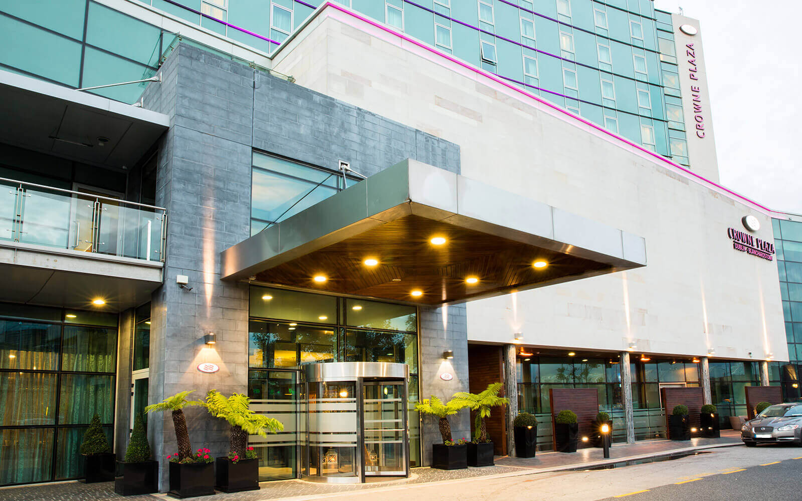 Crowne Plaza Blanchardstown exterior image with entrance